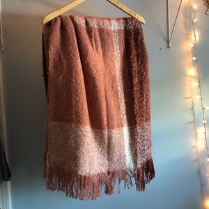 NWT Oblong Pink Blanket Scarf